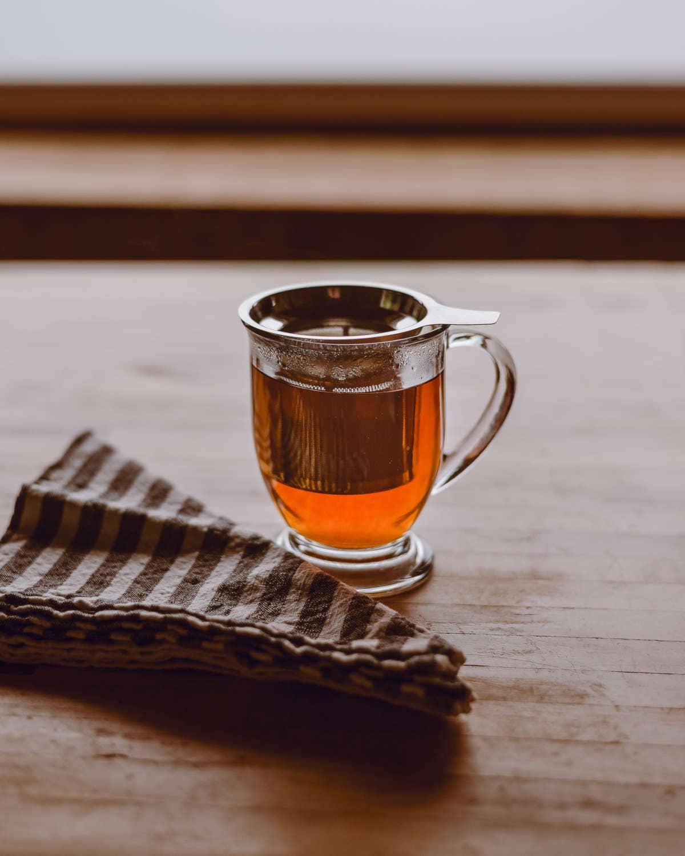 taza de té con filtro