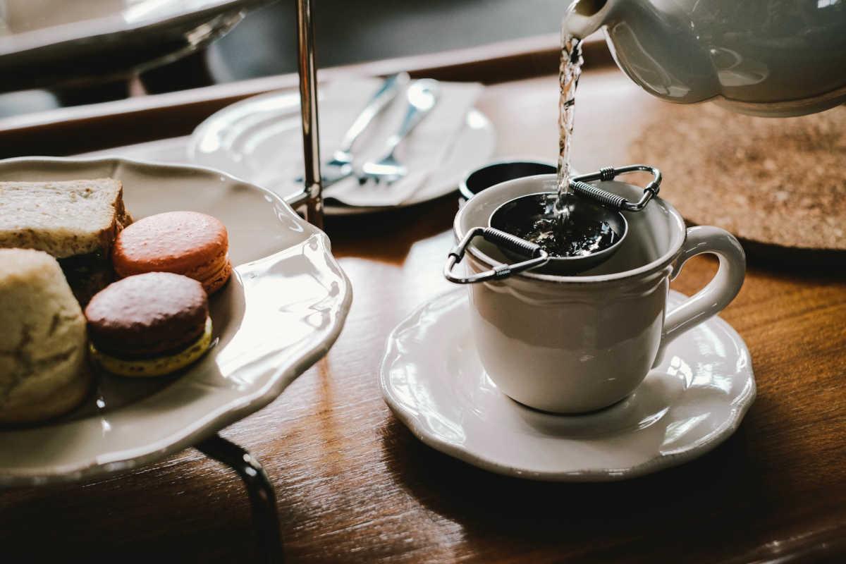 merienda y taza de té