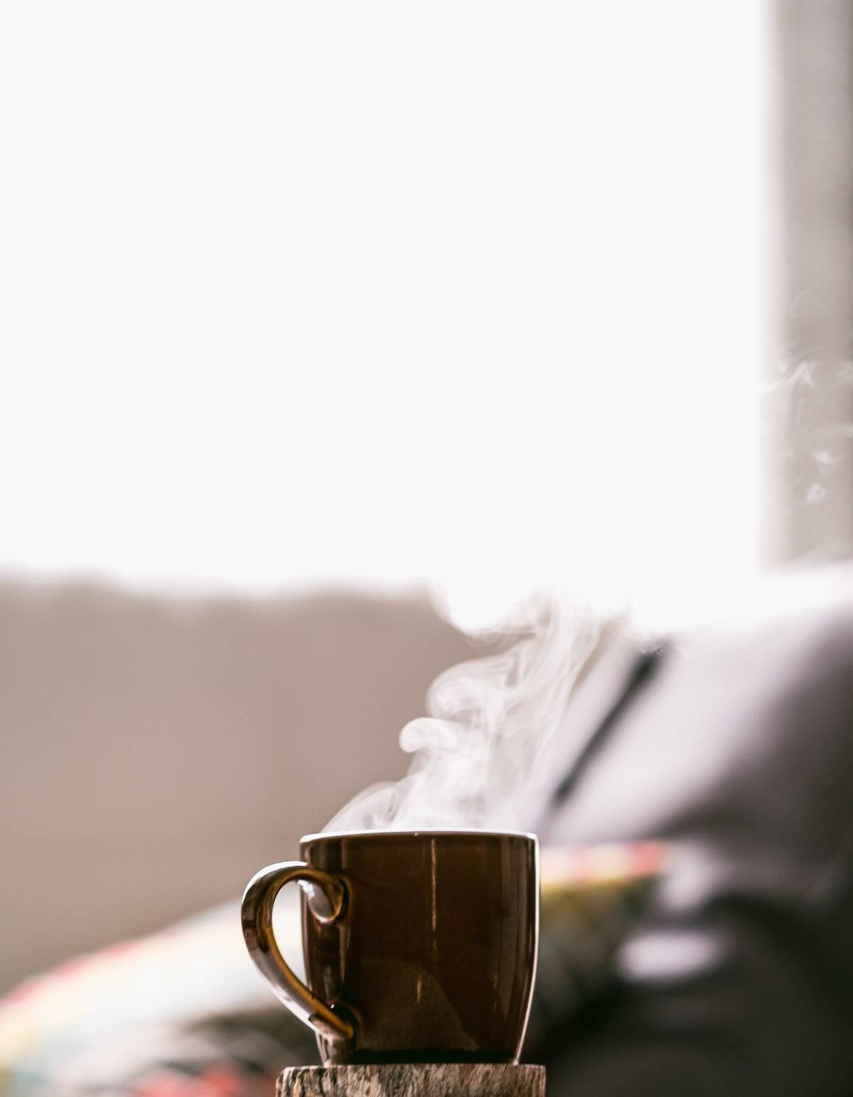 taza de té humeando