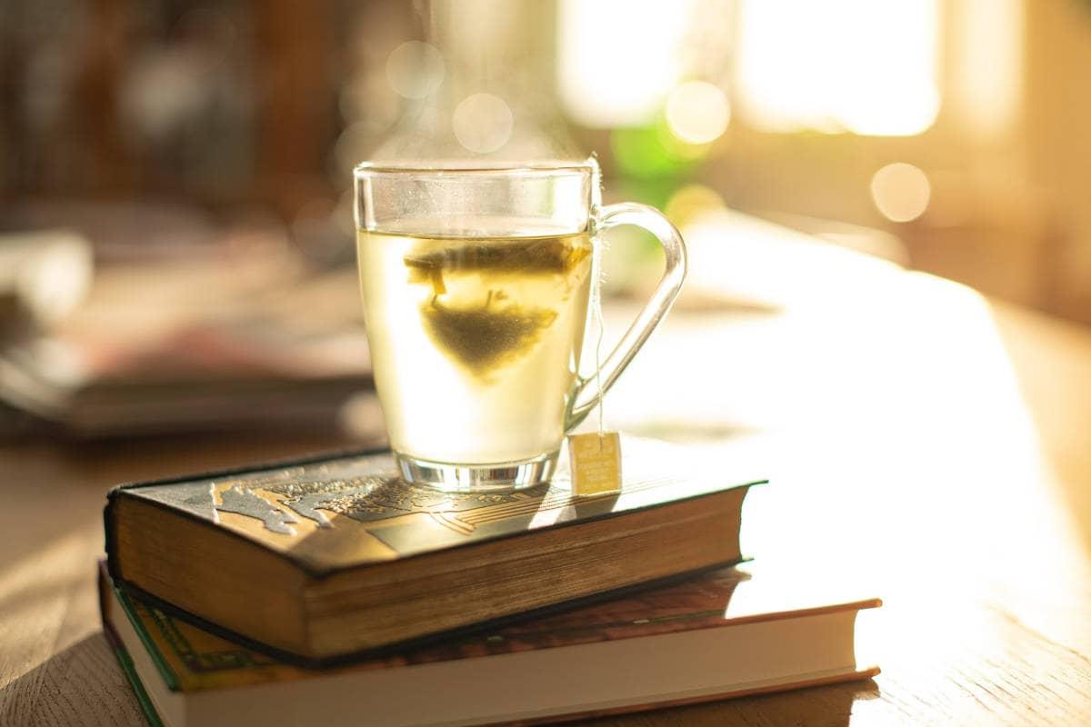 infusión sobre dos libros