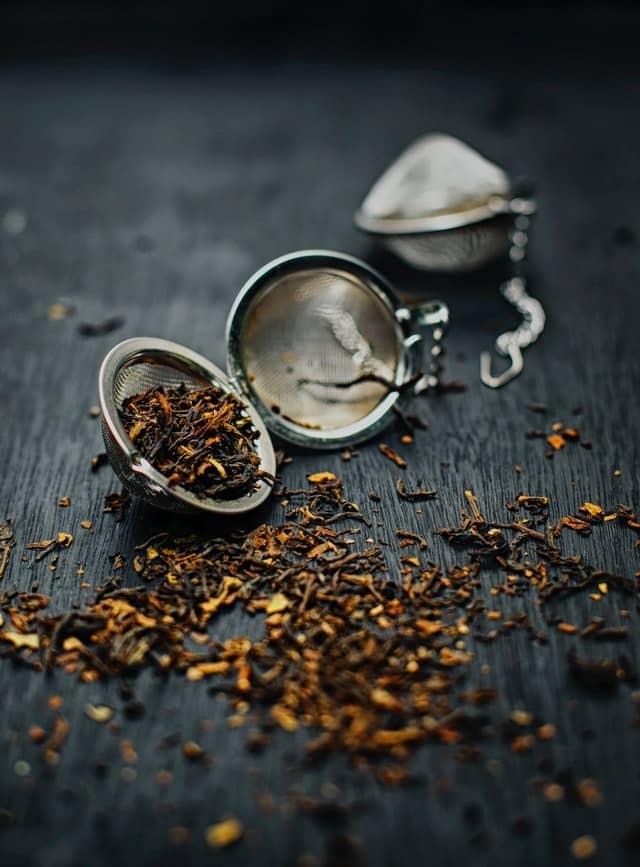 infusor metálico con té