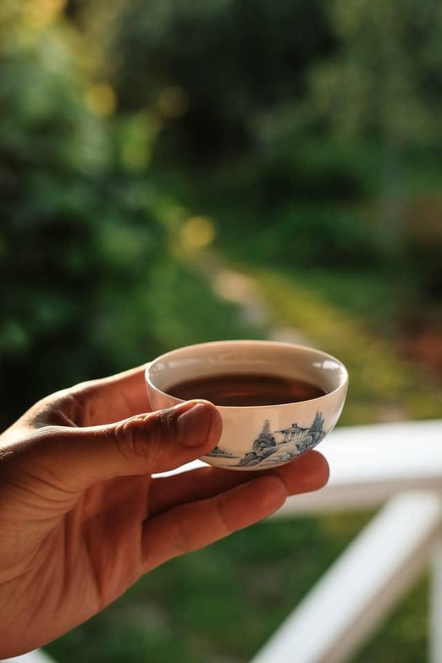 cuenco minúsculo de té
