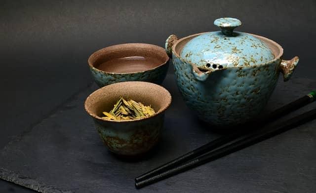 té verde en vajilla china