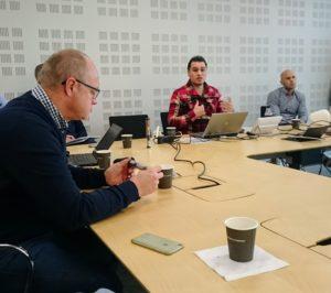 Pedro La Hera föreläser för intresserade klusterföretag. Foto: Lena Jonsson