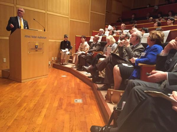 Foto från seminariet den 17 mars i Tokyo på temat Hållbart skogsbruk. Lennart Ackzell LRF skogsägarna talar. På bilden syns Magdalena Andersson, Västerbottens landshövding och bredvid henne ambassadör Magnus Robach. Seminariet blev väldigt lyckat. Fotograf Maria Hedblom.