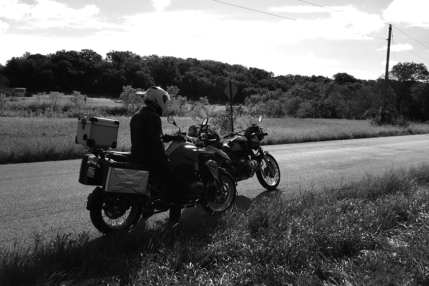 Photo of a 1991 BMW R 100 GS and riding with a friend