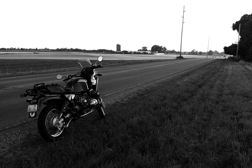 Photo of a 1991 BMW R 100 GS out on the road