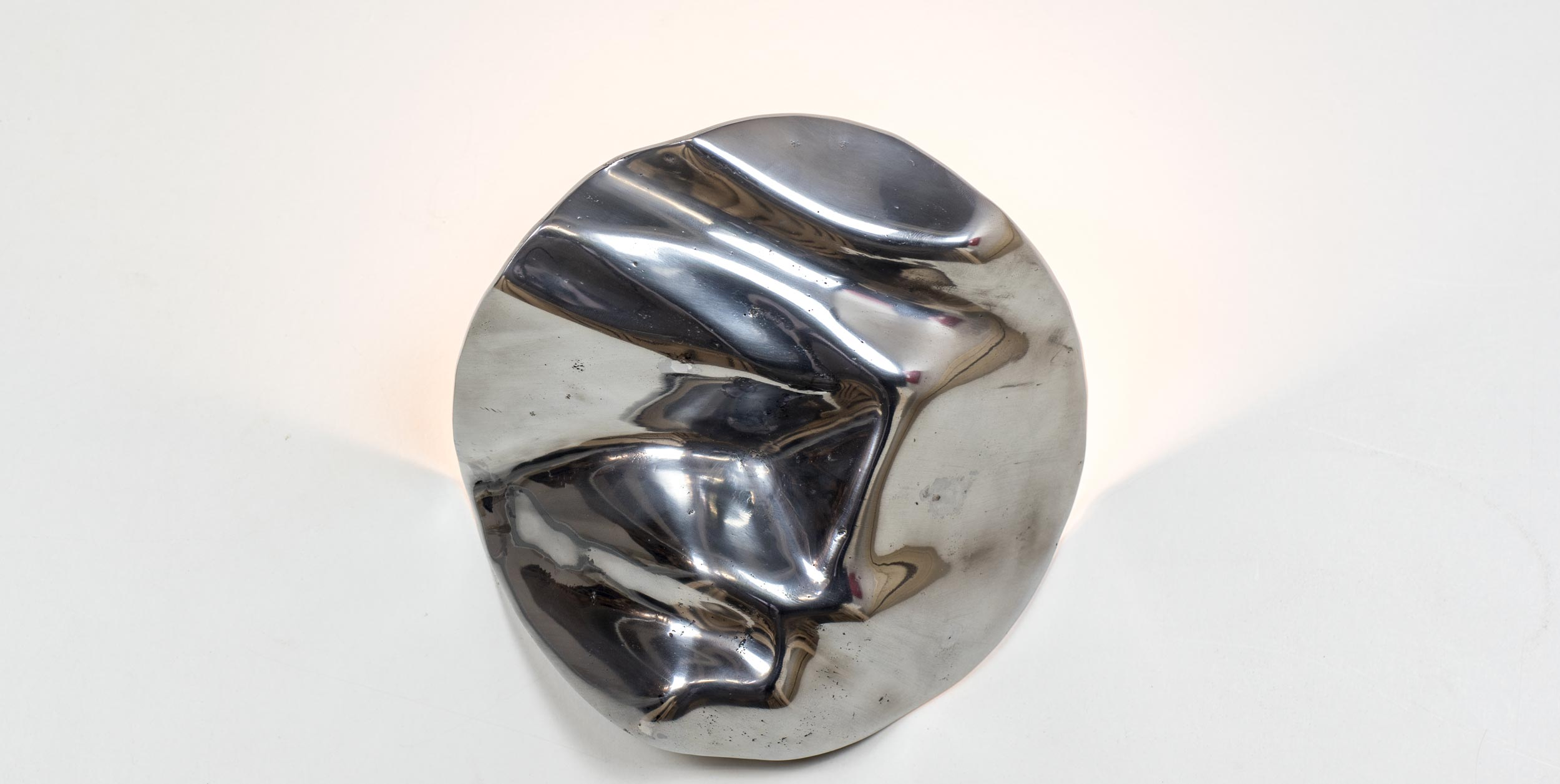 "Aluminium uplighter ""Earth"" from the front"
