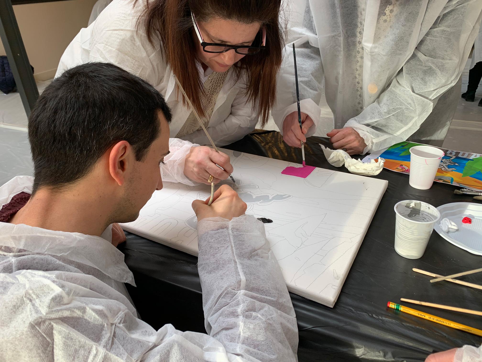 Fresque collaborative sur toile en team building d'entreprise