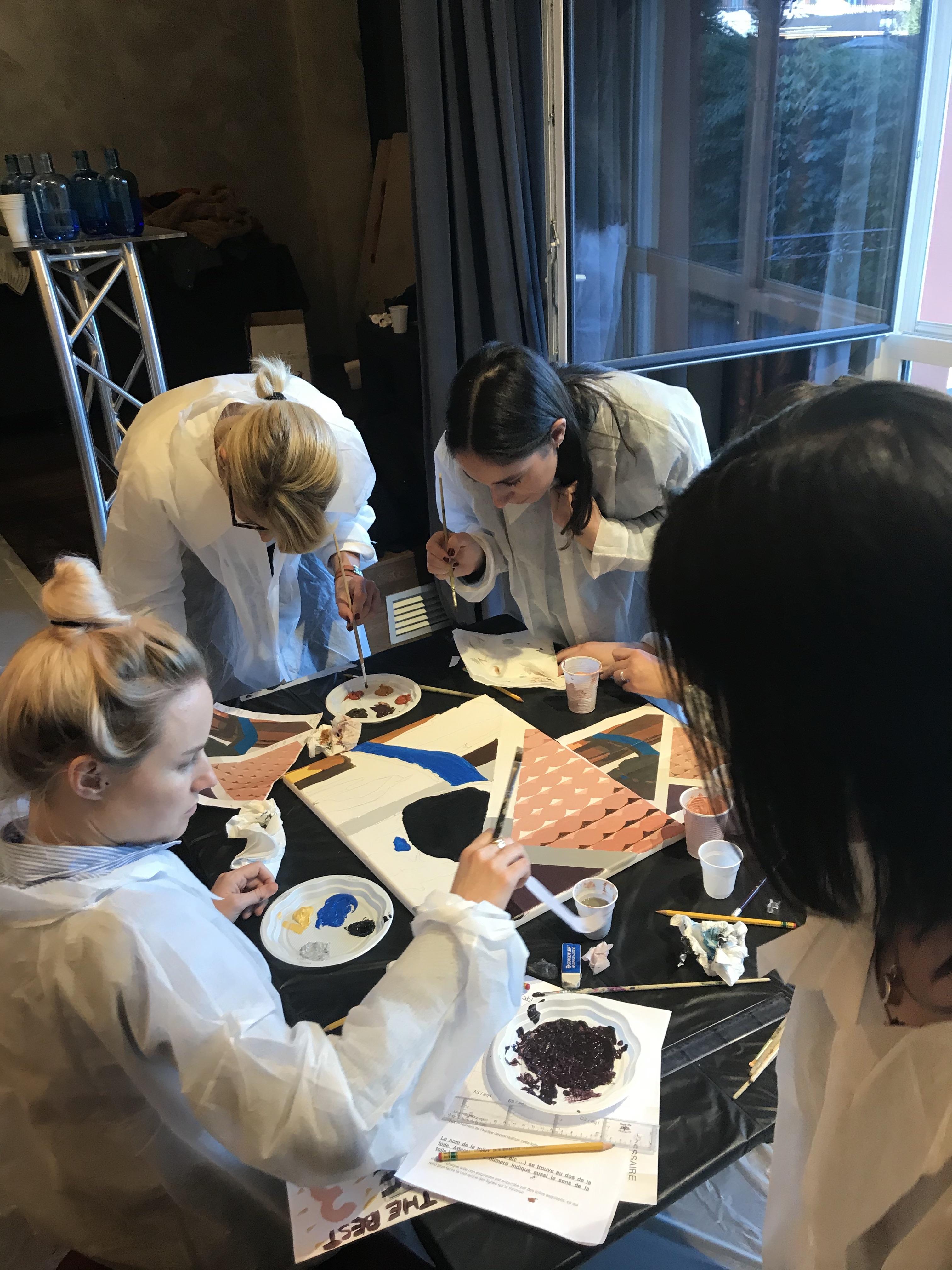 peinture en équipe sur toile