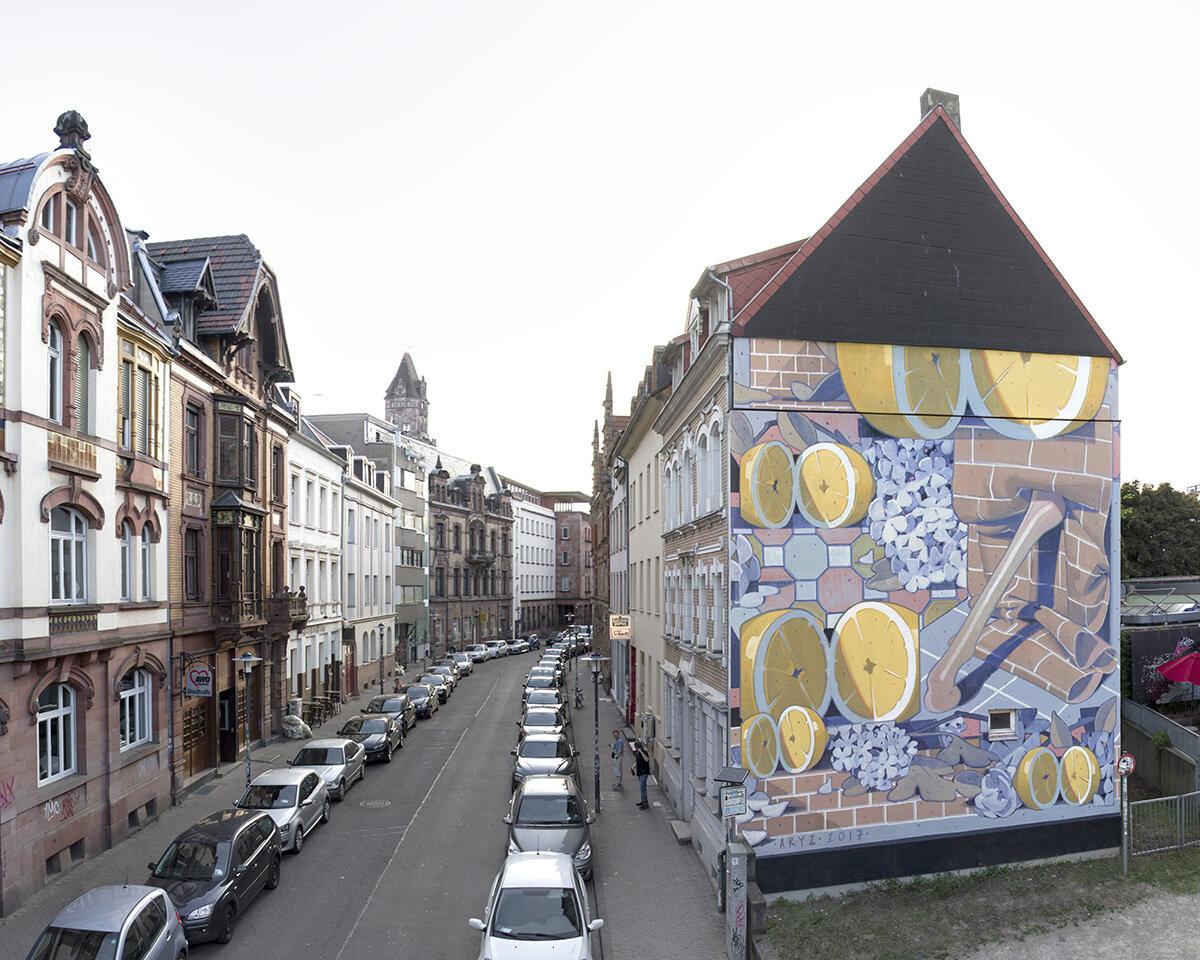 fresque de fruit sur une façade d'mmeuble