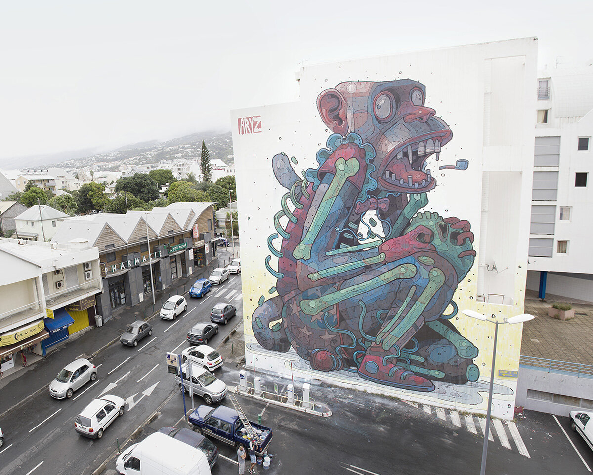 Singe géant en graffiti sur un immeuble