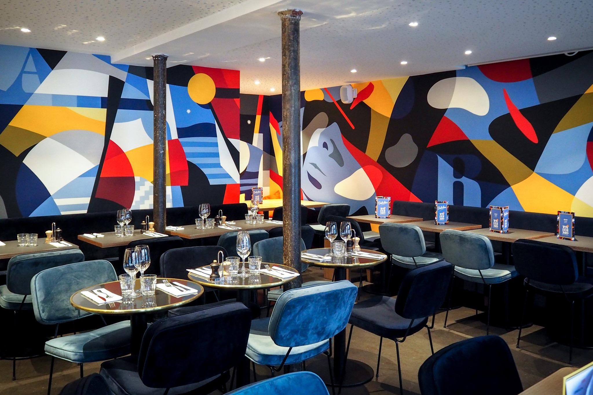 décoration mural dans un restaurant parisien