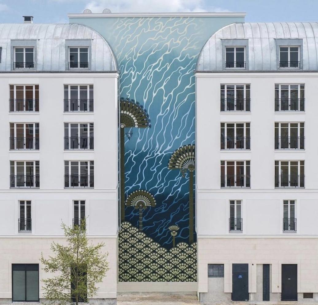 fresque murale sur une façade d'immeuble