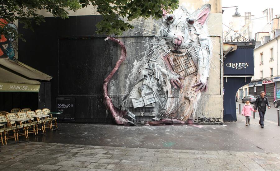 Oeuvre d'art représentant un rat réalisée avec des objets de recyclage