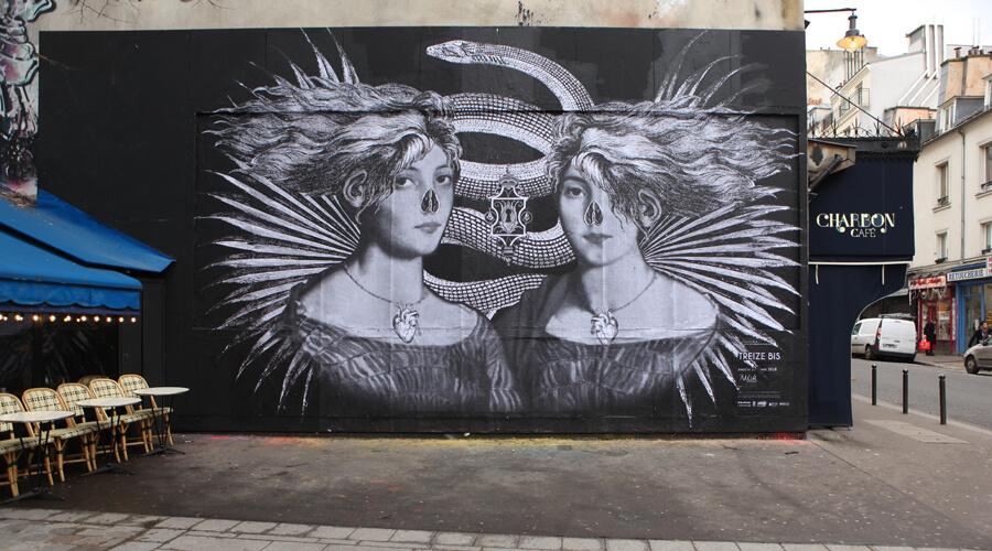 Collage d'affiche représentant des femmes et des serpents