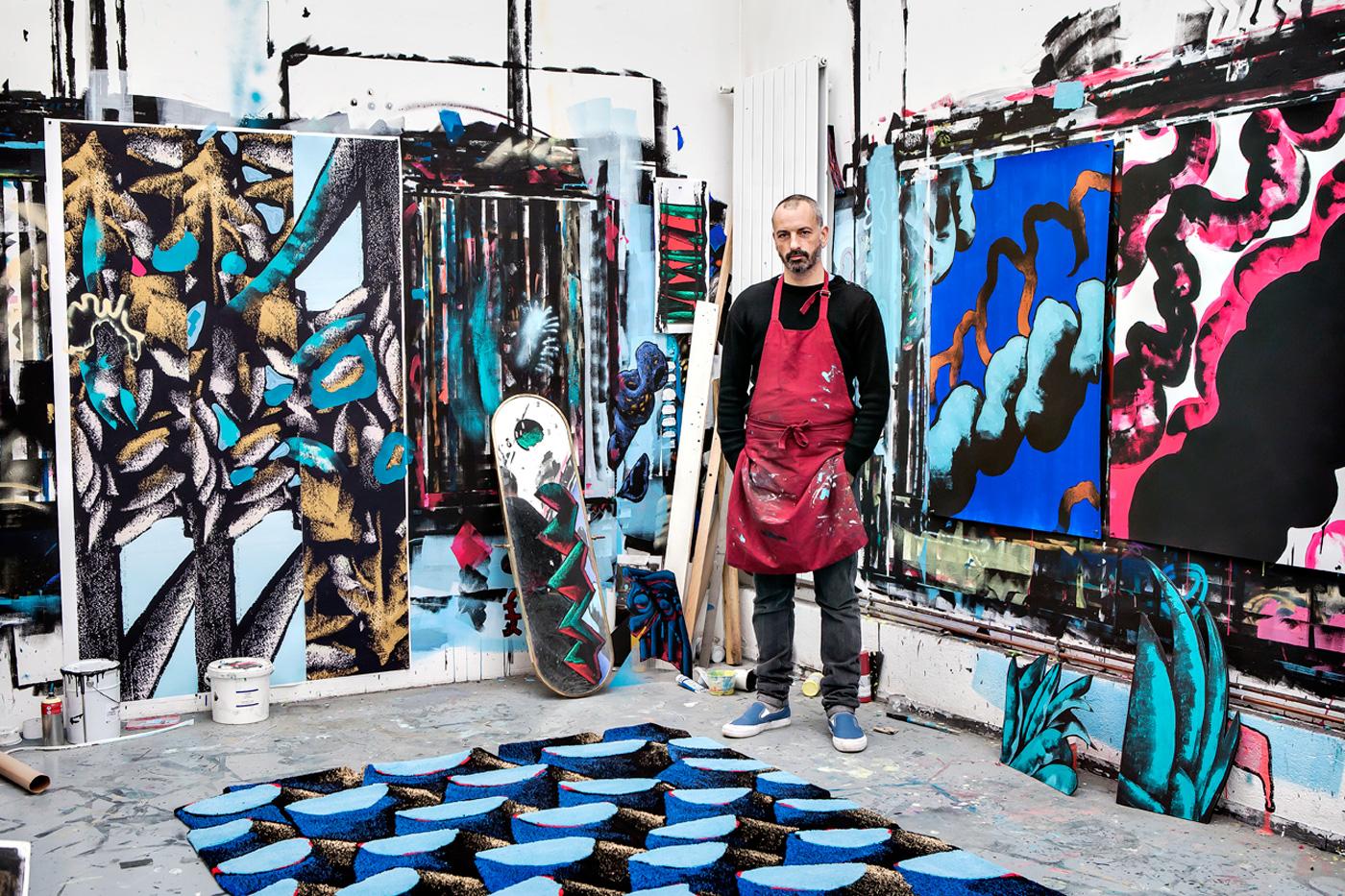 l'Artiste Julien Colombier dans son atelier