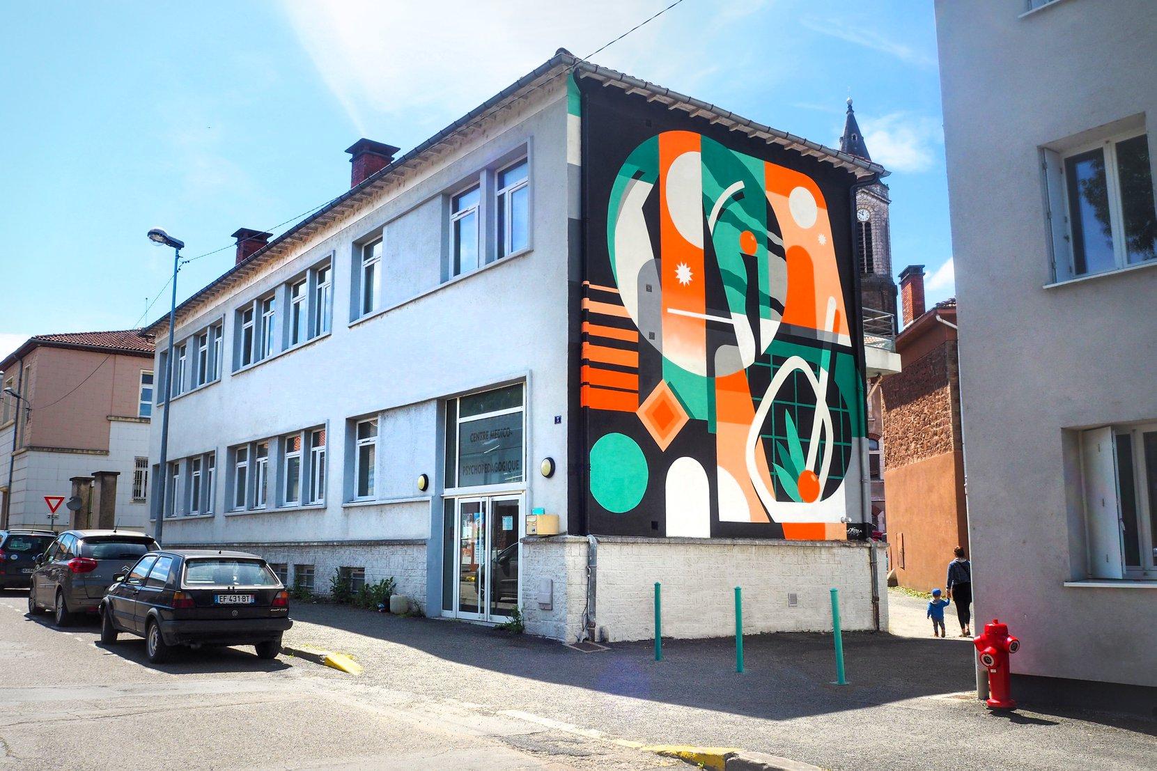 design mural street art et graphique sur un pignon d'mmeuble HLM