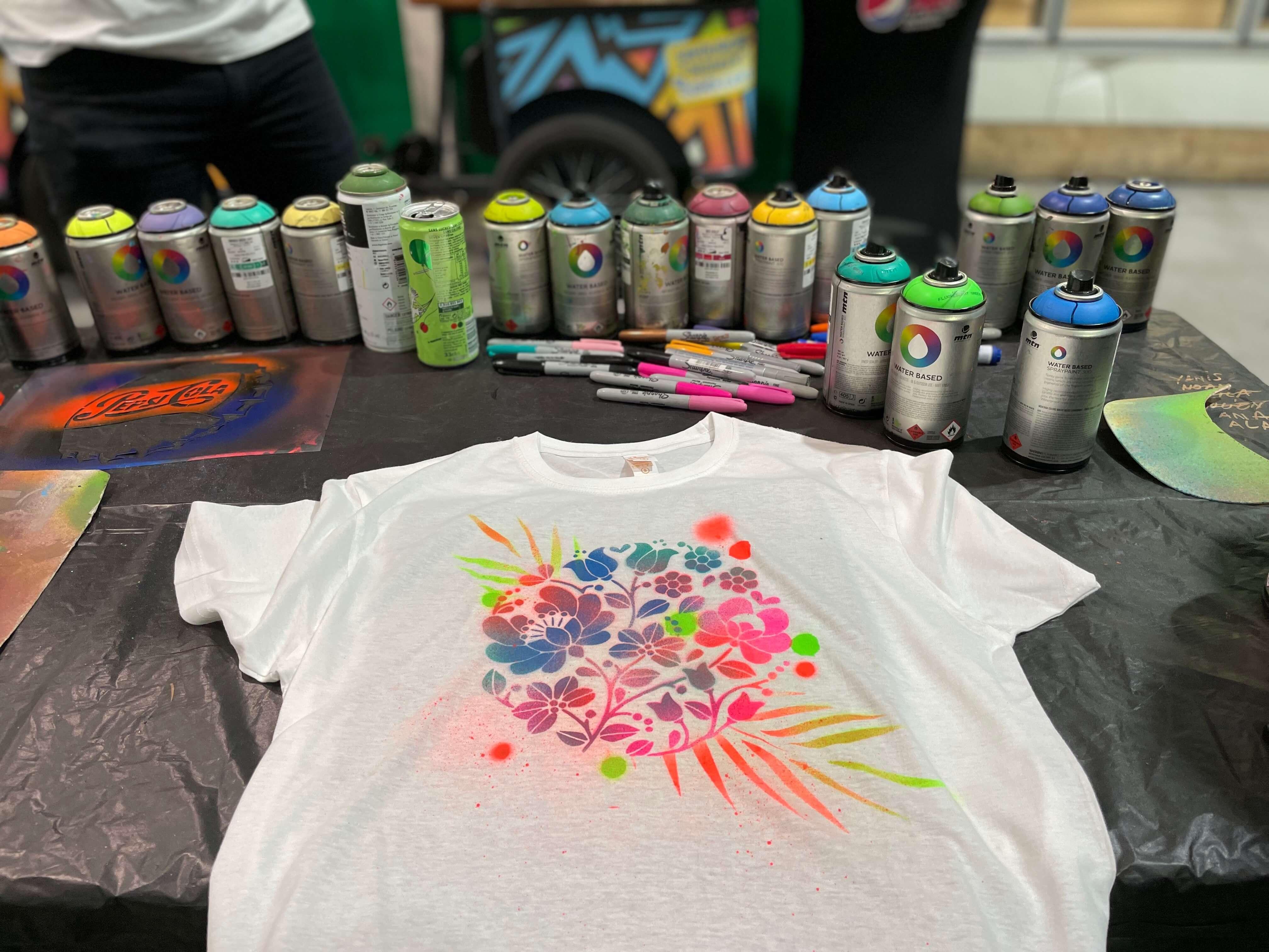 Tee-shirt customisé à la bombe de peinture