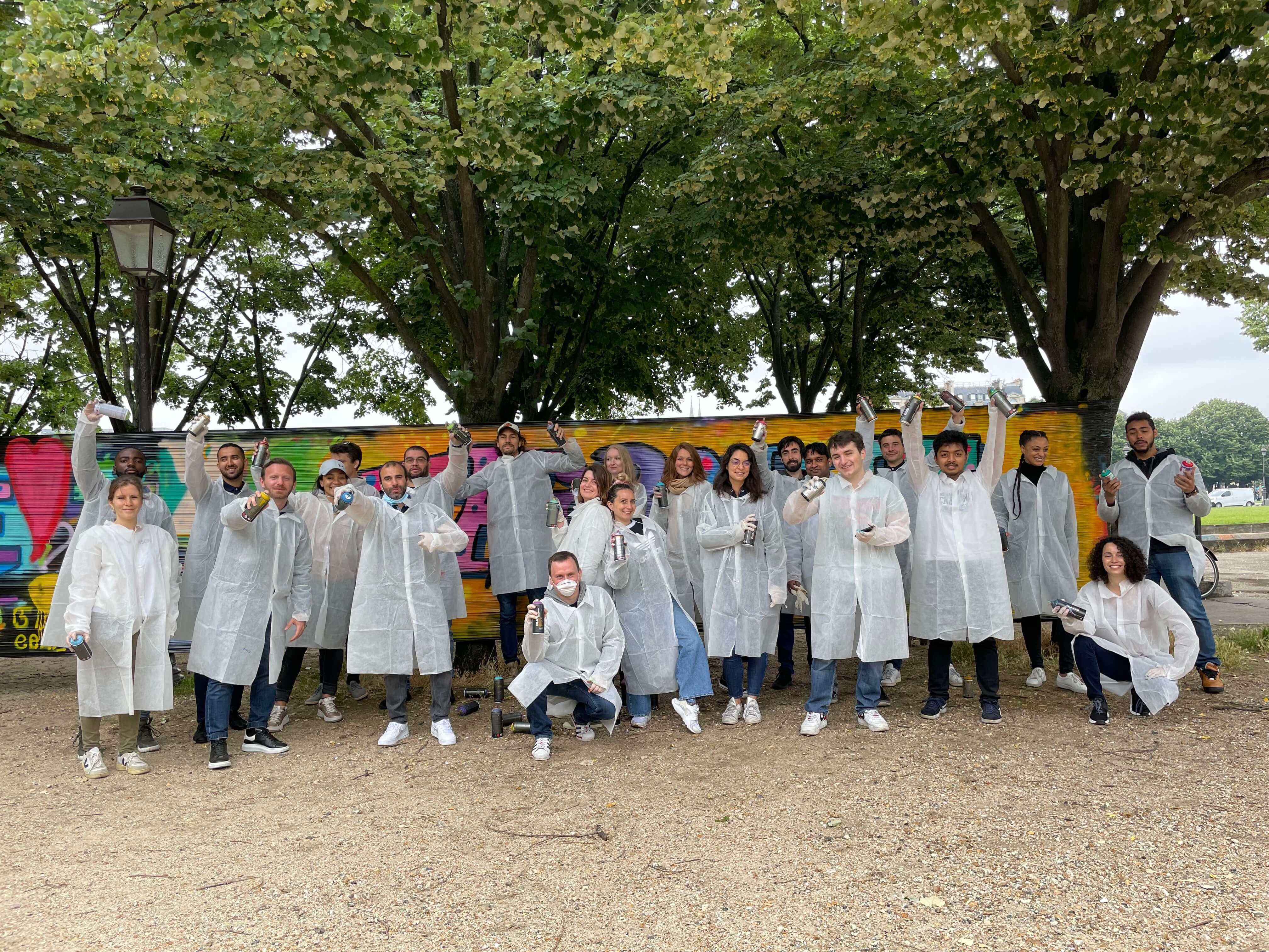 photo d'équipe lors du team building graffiti à paris