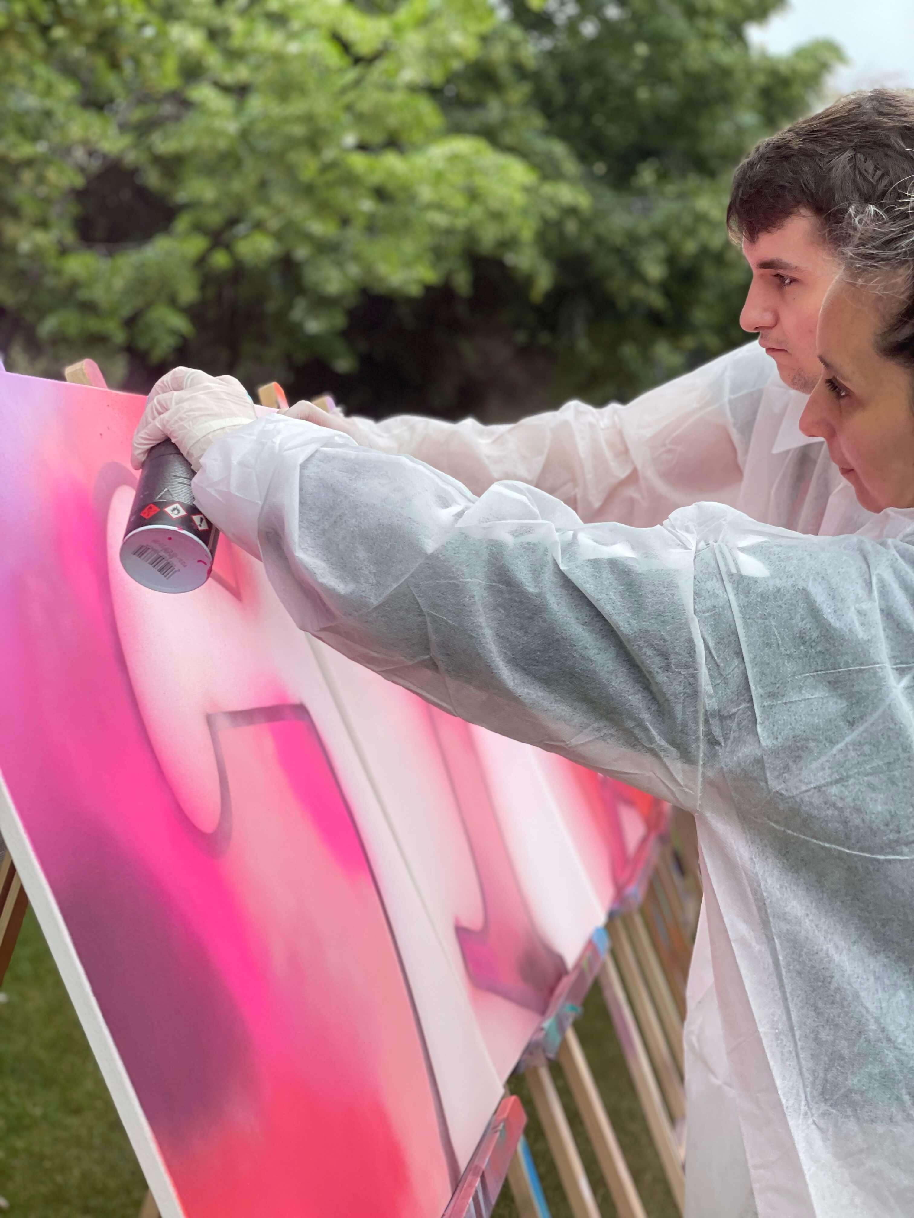 Atelier team building d'initiation au street art sur toile