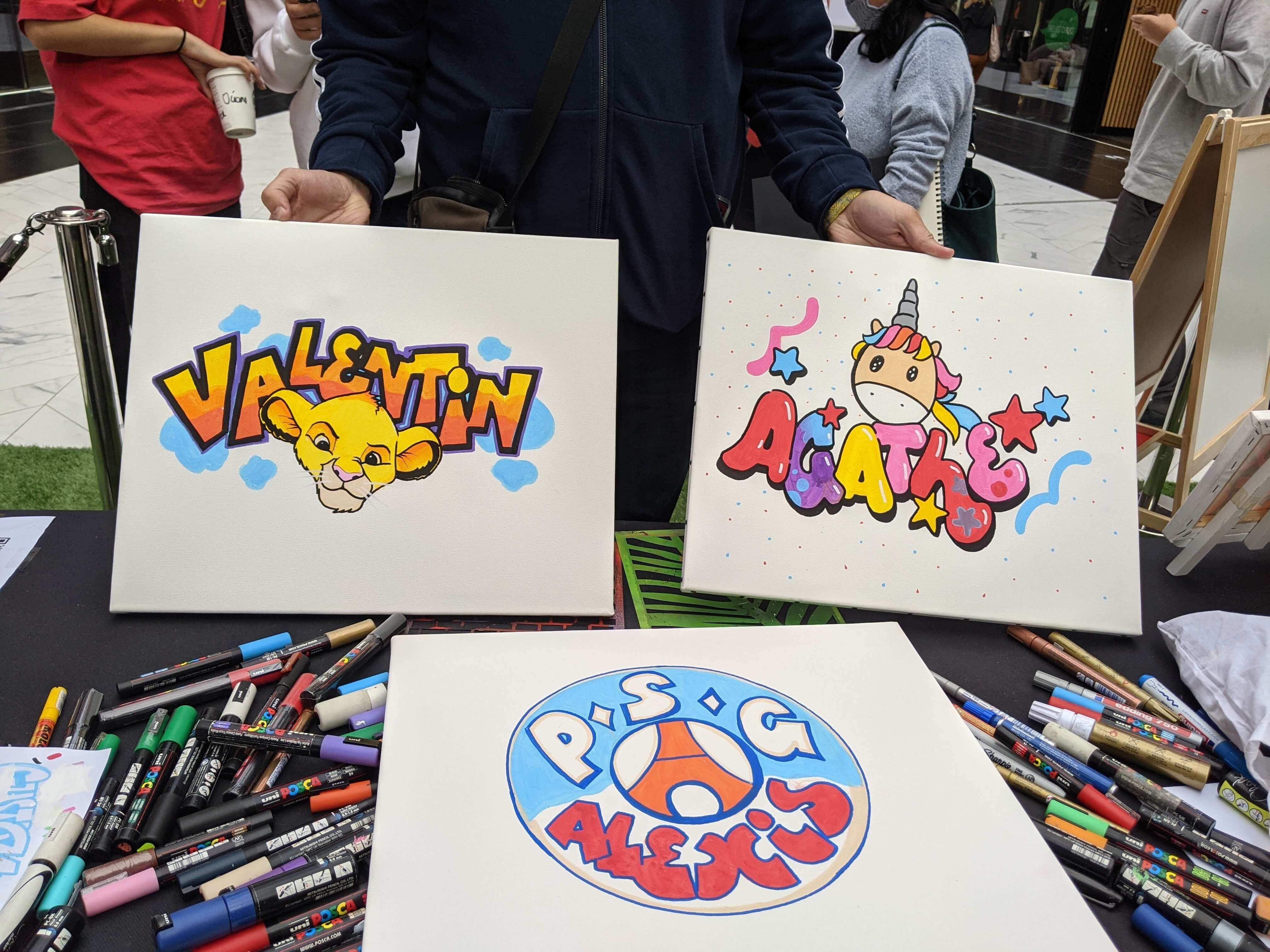Personnalisation de minis toiles par des artistes graffeurs