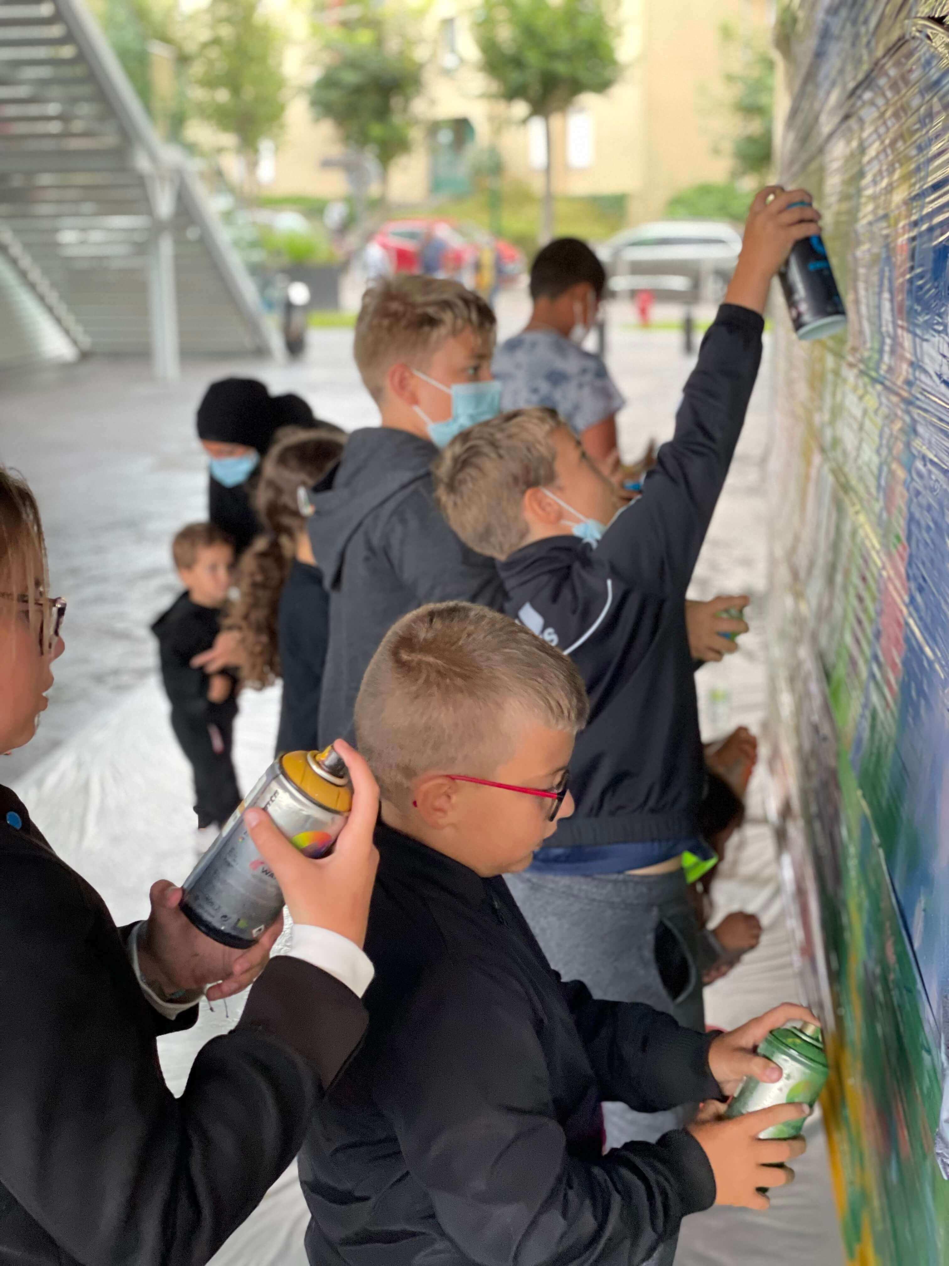 Atelier initiation graffiti avec des enfants