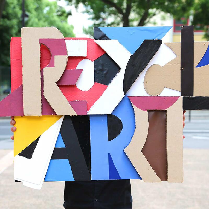 Oeuvre issue de matériaux recyclés réalisé pour un team building recycl'art