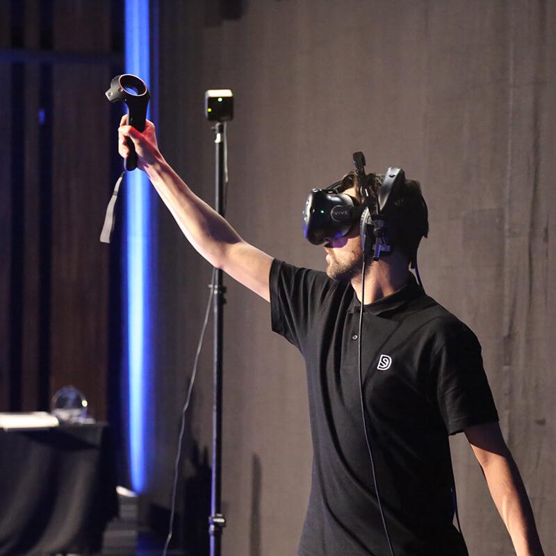 Show live painting en graffiti numérique avec un casque de réalité virtuel.