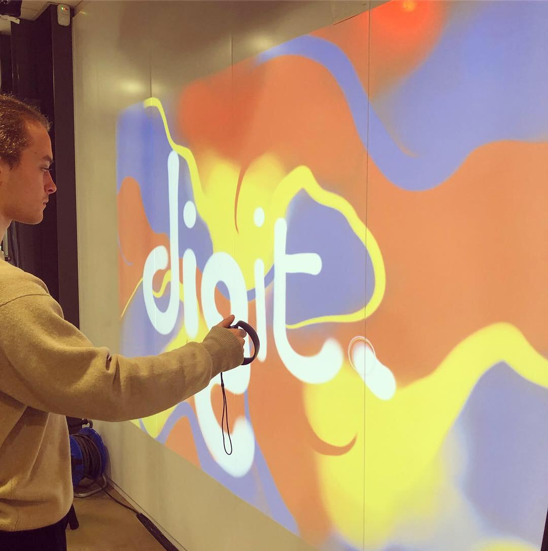 graffiti numérique sur écran géant