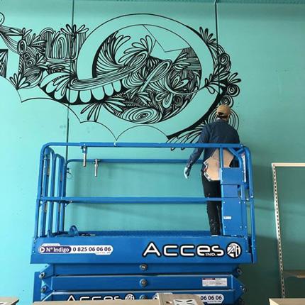 Décoration graffiti et design mural dans un grand magasin. Réalisation par des graffeurs à Paris