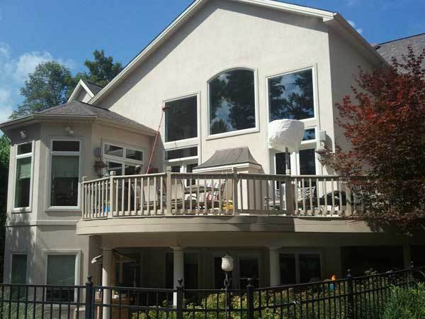A home with windows that are streak free and clean because of being cleaned by Clear Vision Window Cleaning.