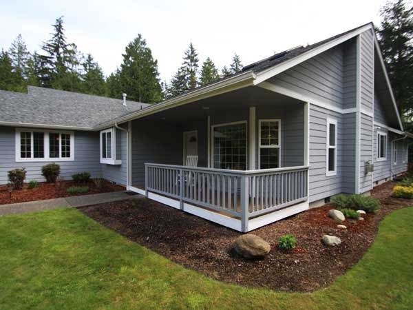 A grey house with beautifully clean windows in Gig Harbor Washington.