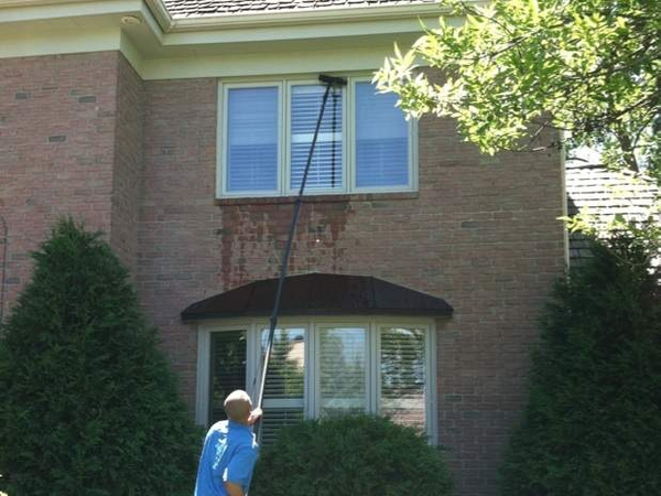 A home in Minnetonka getting the windows cleaned by professional window cleaners.