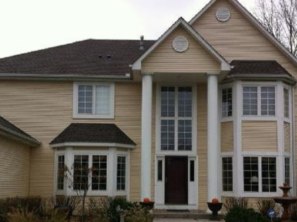 Sparkling clean windows on a residential home in Minnetonka Minnesota.
