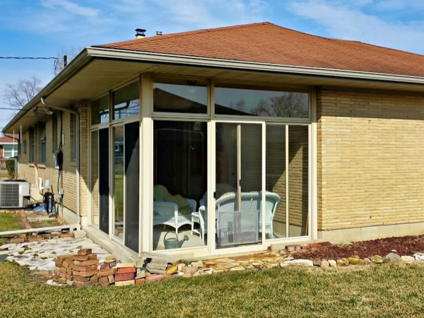 Solarium window cleaning has just been done on this brilliantly clean home in Springfield Ohio.
