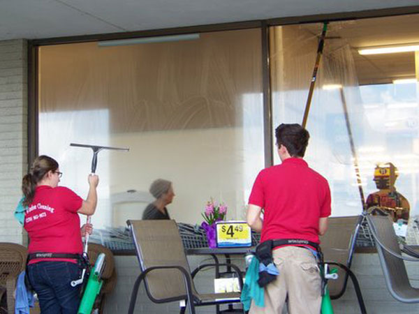 Commercial window cleaning being done at a local business in Paducah Kentucky.