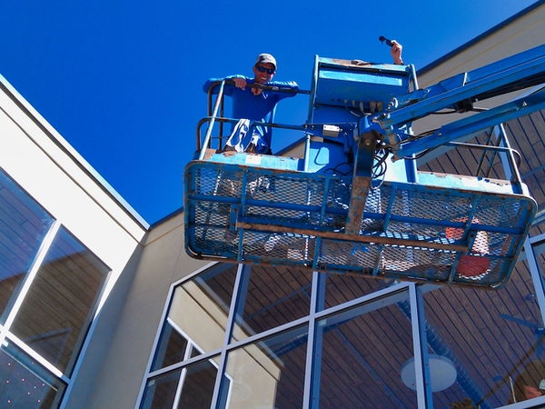 Professional window cleaning being done on a commercial window cleaning job in Santa Fe using a lift.