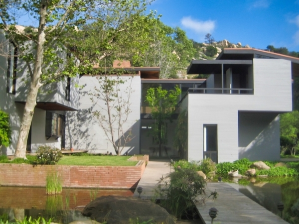 Contemporary modern home El Cajon California has clean windows because of Window Magic Window Cleaning professionals.