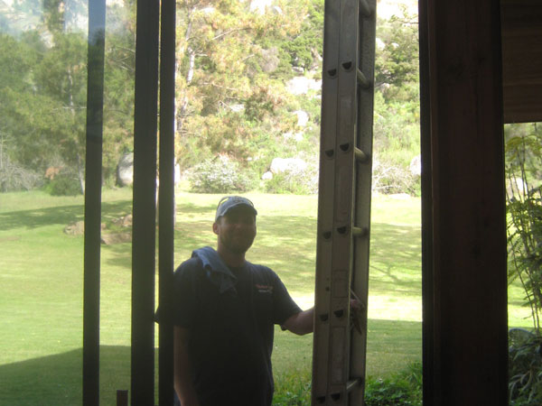 Professionally trained window cleaner ready to work in Chula Vista California.