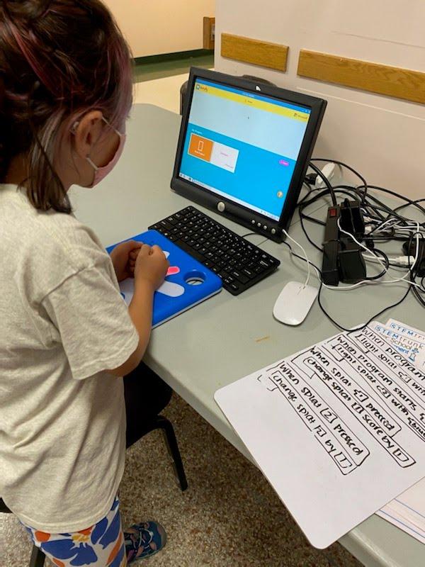 Student using Splats at STEM camp