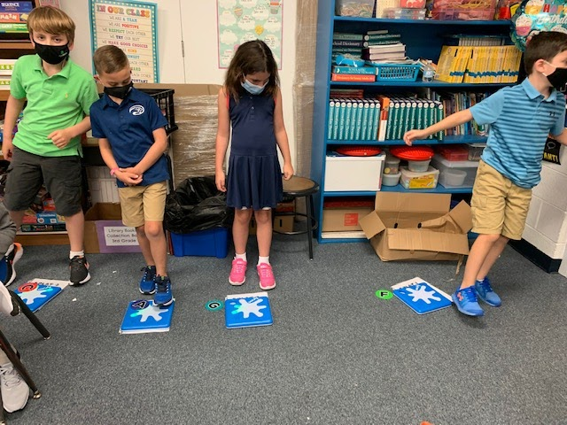 mixing stem activities for kids and music with unruly splats