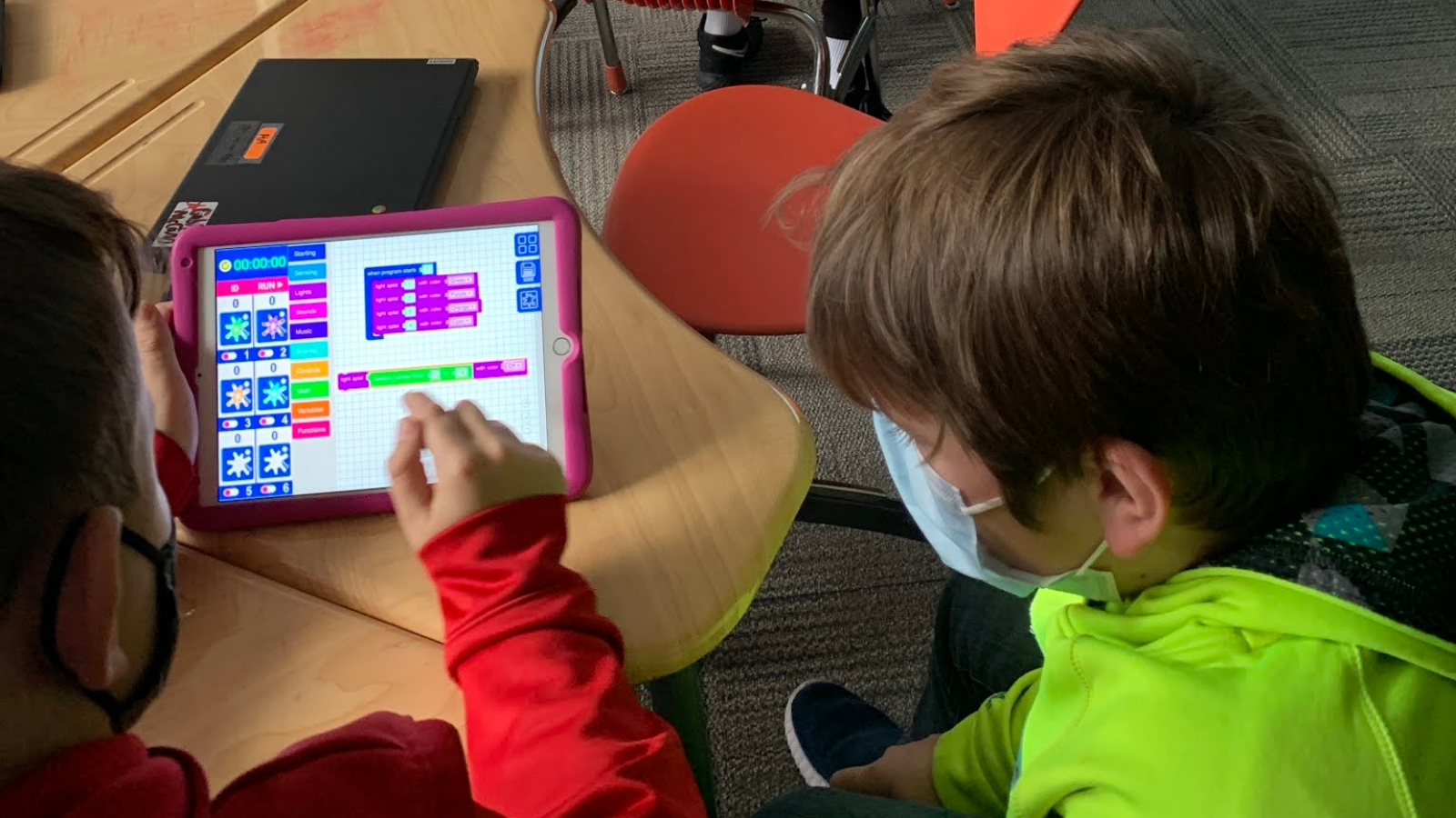 4 Ways to Use Technology in the Classroom to Empower Students