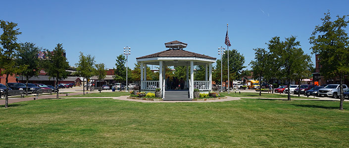 Carrollton Town Square - By Michael Barera, CC BY-SA 4.0, https://commons.wikimedia.org/w/index.php?curid=80588586