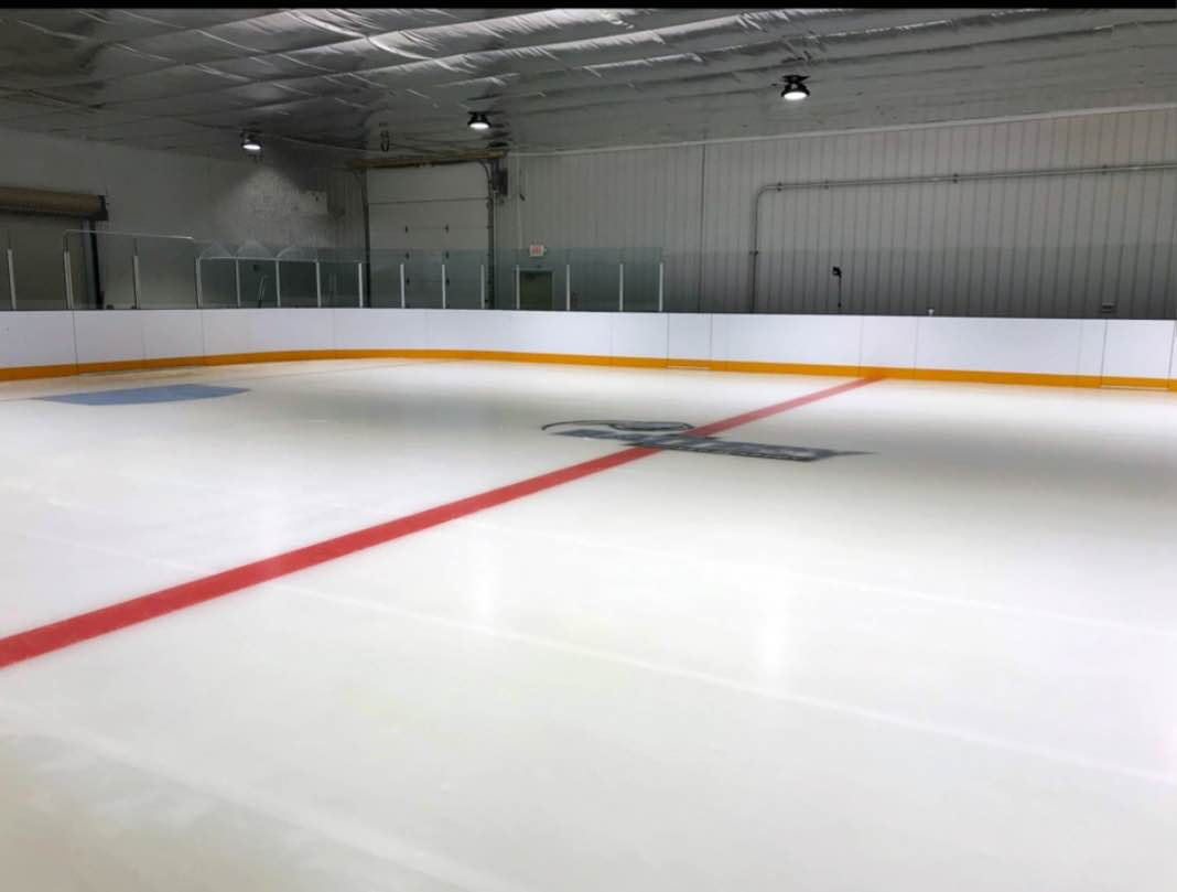 Studio ice rink battery hockey