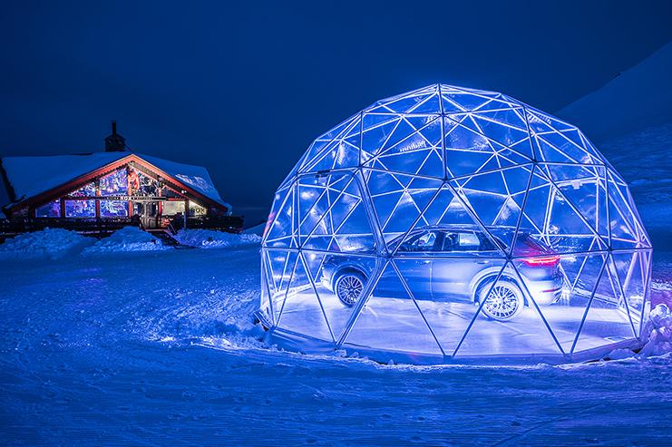 Pop-up store Porsche dans un dôme montagne à Méribel