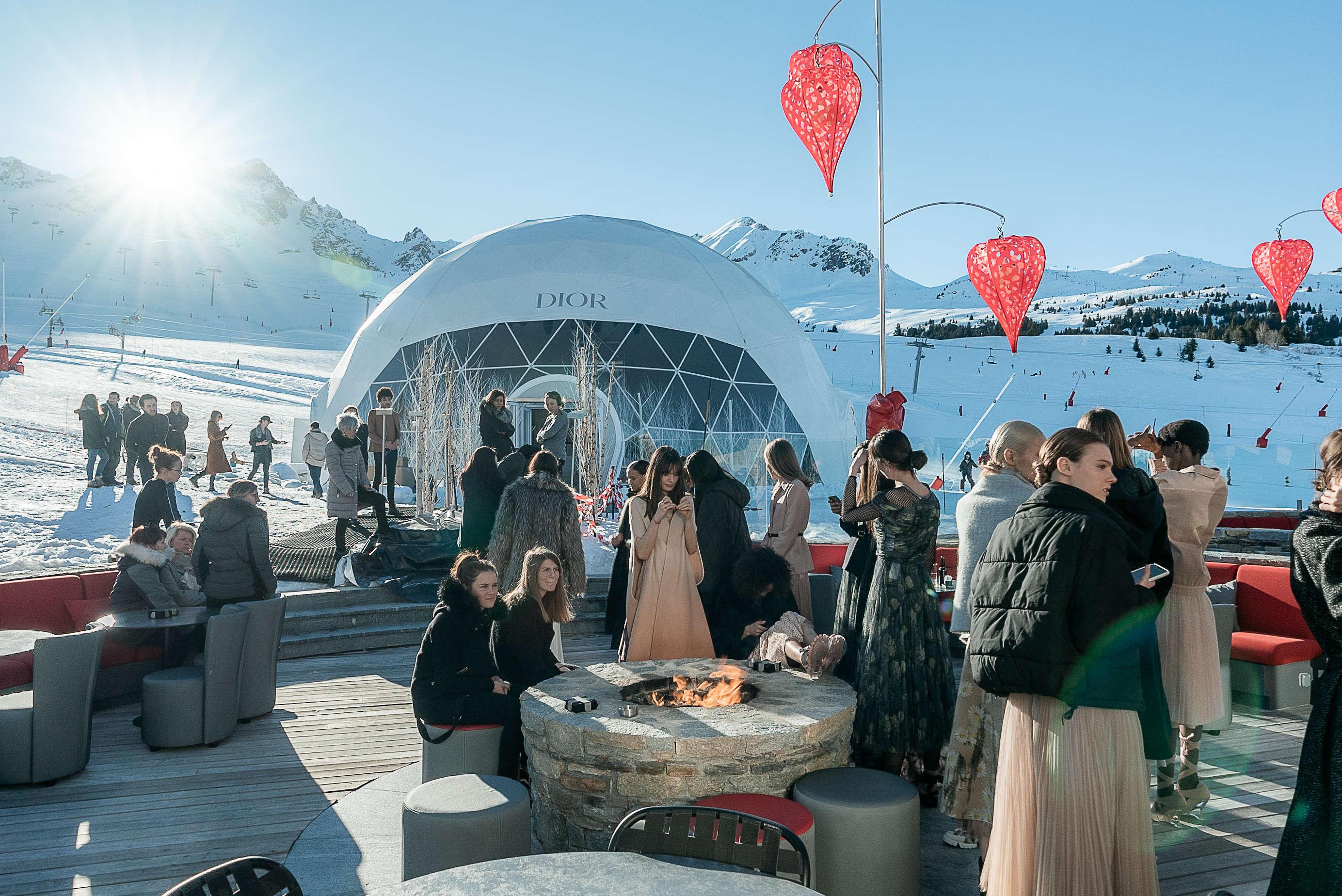 Défilé Dior à Courchevel dans dôme géodésique