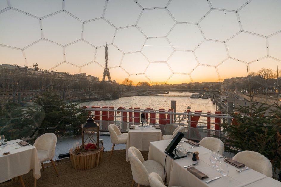 Un Halo-dôme sur le bateau mouche de la Seine