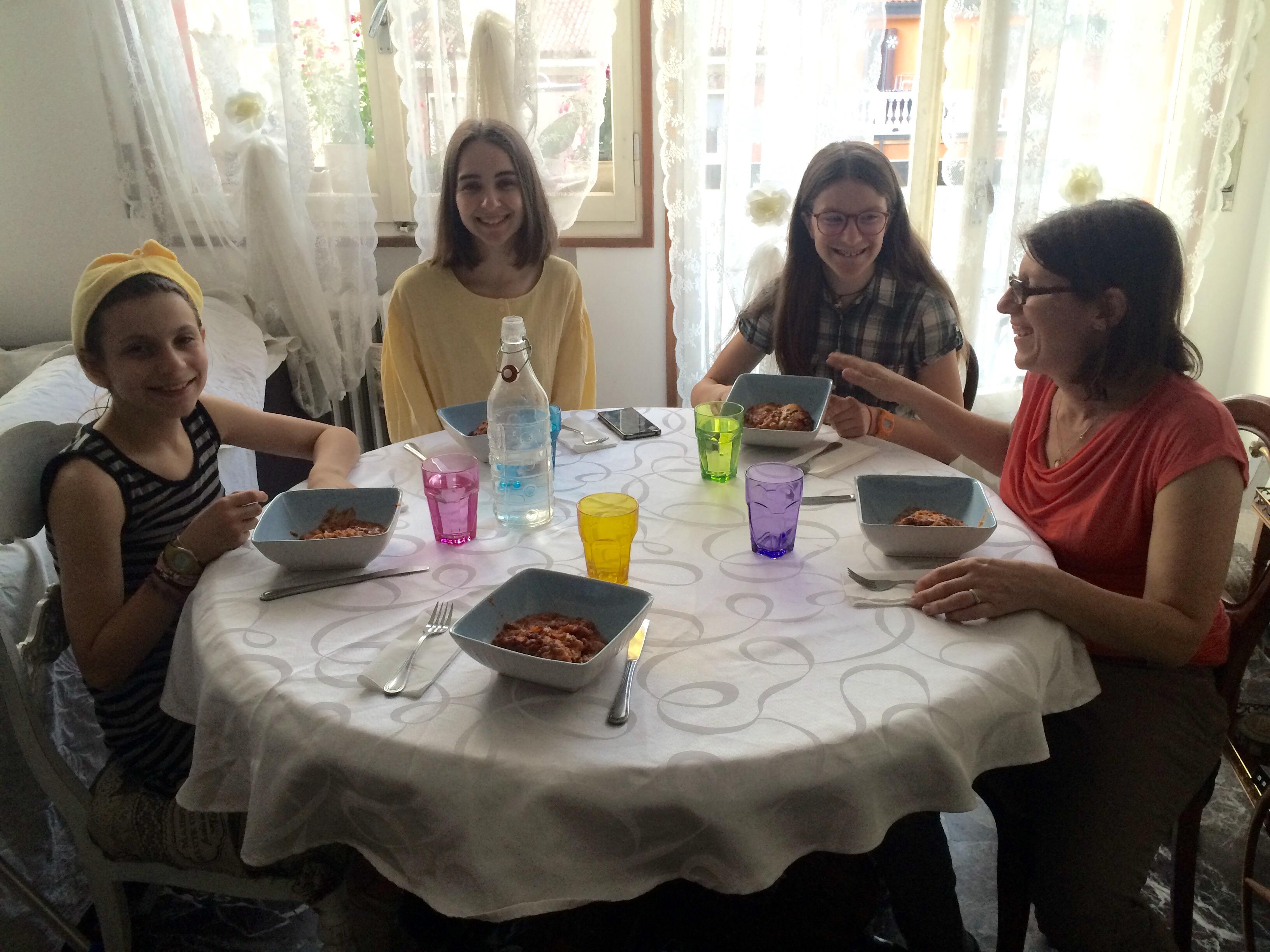 Nos dîners étaient tous magnifiques, nous leur avons présenté la cuisine typiquement bolognaise et italienne.