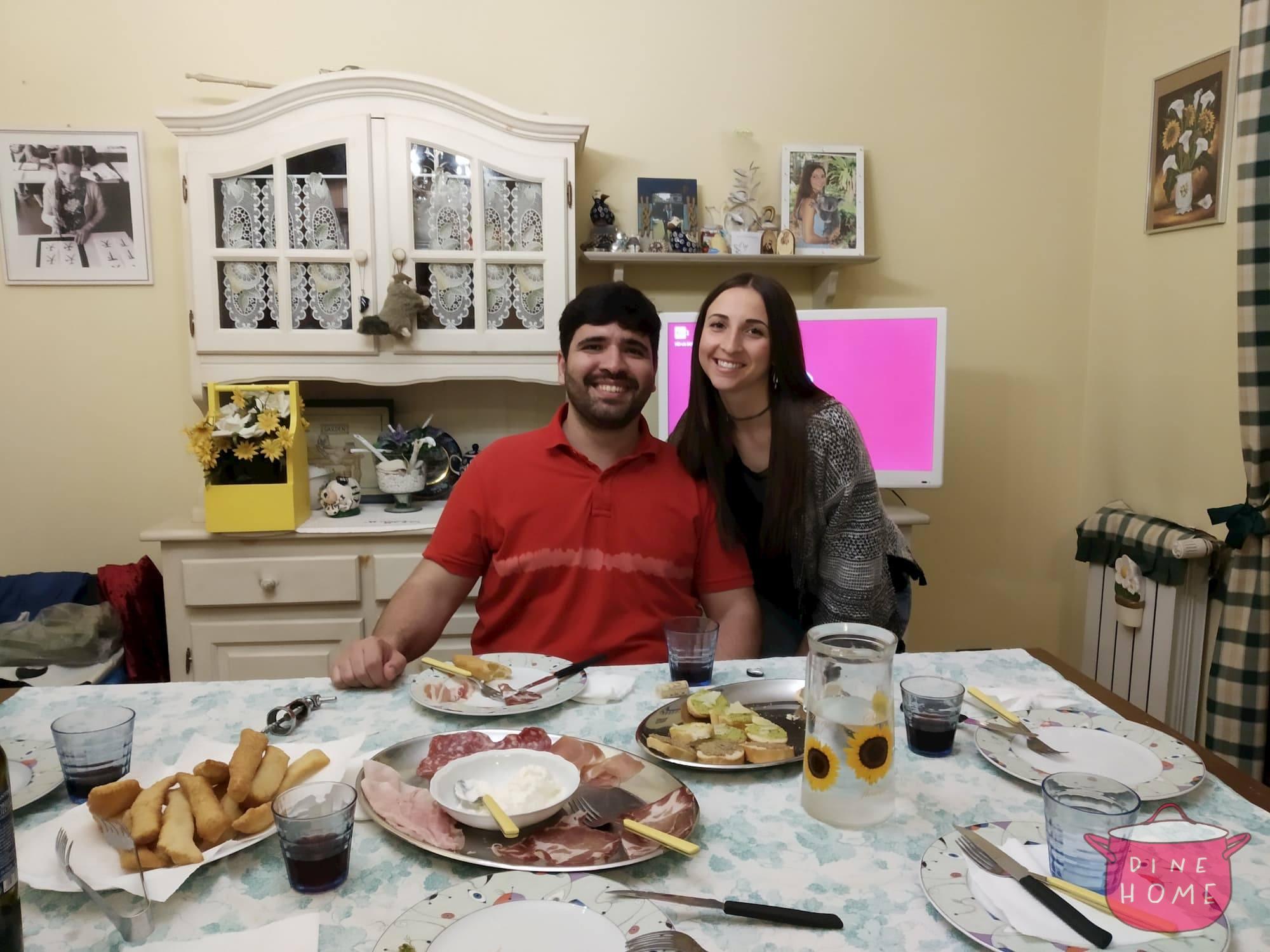Lucas, studente dal Brazile, a cena dalla sua famiglia Dinehome.